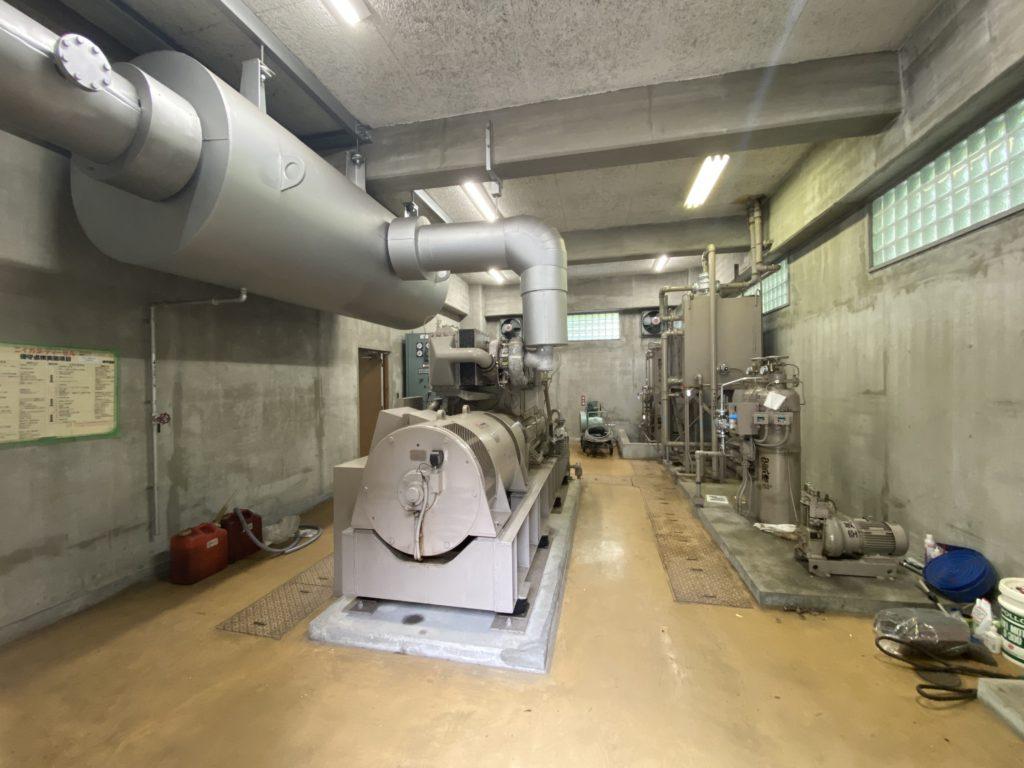 発電機室内 全体写真